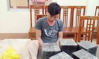 Đối tượng Ninh cùng tang vật tại cơ quan công an Lạng Sơn .Ảnh: Duy Chiến