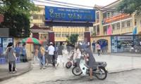 Đầu giờ chiều 564 thí sinh đã tập trung ở trường chuyên Chu văn An (thành phố Lạng Sơn) để làm thủ tục thi .Ảnh: Duy Chiến