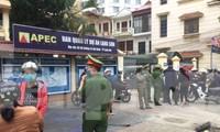 """Lực lượng công an Lạng Sơn vất vả vãn hồi trật tự nơi diễn ra sự kiện """"Siêu thị hạnh phúc O đồng"""" .Ảnh: Duy Chiến"""