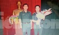 Đại tá Hoàng Văn Hữu (bìa phải) trưởng thành và có nhiều đóng góp cho lực lượng vũ trang Quân khu 1vaf Bộ CHQS tỉnh Cao Bằng .Ảnh: TL