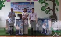 Tặng máy lọc nước cho các trường Mầm non, Tiểu học, THCS xã Tân Hòa, huyện Bình Gia, Lạng Sơn .Ảnh: Duy Chiến
