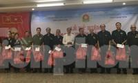 Báo Tiền Phong trao tặng 40 suất quà, tổng trị giá 20 triệu đồng cho các cựu TNXP tỉnh Lạng Sơn .Ảnh: Duy Chiến
