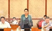 Chủ tịch Quốc hội Nguyễn Thị Kim Ngân (đứng) phát biểu, cho ý kiến về Đại hội tỉnh đảng bộ Lạng Sơn lần thứ XVII .Ảnh: Đ. Quang