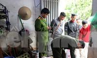 """Lực lượng chức năng khám xét """"tổng kho"""" chứa động vật hoang dã ở thành phố Lạng Sơn .Ảnh: H. Thơ"""