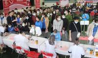 Đông đảo đoàn viên, thanh niên Bắc Kạn tham gia hiến máu .Ảnh: C. Luận