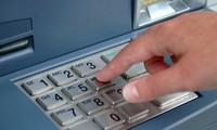 Mới cận tết, ATM đã bắt dân đợi... dài cổ