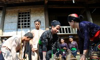 Dân tộc ít người nhất ở Việt Nam với chỉ 376 cư dân