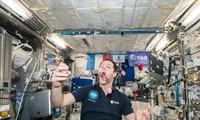 1001 thắc mắc: Phi hành gia sống thế nào trên trạm vũ trụ?