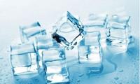 Có thể tạo ra nước đá có độ trong cao với nước sôi và làm lạnh từ từ.