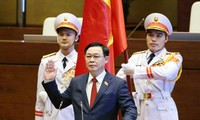 Chủ tịch Quốc hội Vương Đình Huệ tuyên thệ. Ảnh Như Ý