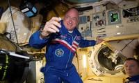 Ông Scott Kelly trong thời gian sống trên Trạm ISS. Ảnh: NYT
