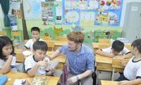 Học sinh tham gia học chương trình tiếng Anh tích hợp với người nước ngoài