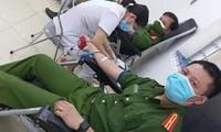 Cán bộ, chiến sỹ công an hiến máu cứu bé 6 tuổi qua cơn nguy kịch