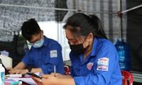 Nữ sinh THPT xung phong trực chốt kiểm soát người về từ vùng dịch
