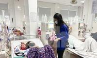Học sinh Nghệ An mang hương vị tết đến với bệnh nhân nghèo