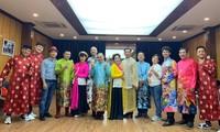 Dàn nghệ sỹ tham gia chương trình Gặp nhau cuối năm