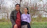 Vợ chồng NSƯT Đỗ Kỷ-NSND Lan Hương đi vườn đào