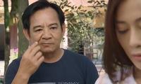 Cô giáo Uyên (Phương Oanh) bị tịch thu điện thoại, cấm giao lưu với hàng xóm