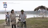 Ông Bá (Quang Tèo) chịu đón con gái Uyên (Phương Oanh) về nhà sau vụ cháy