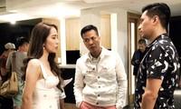 Đạo diễn Mai Hiền (giữa) chỉ đạo cảnh quay của Việt Anh và Quỳnh Nga