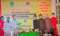 Giáo hội Phật giáo tỉnh Quảng Ninh trao quà ủng hộ chống dịch