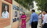 Trưng bày 250 ảnh tư liệu về Chủ tịch Hồ Chí Minh. Ảnh: Nguyên Khánh
