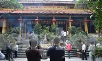 Giáo hội Phật giáo Việt Nam cho phép các chùa hoạt động bình thường, tạm chưa đón khách quốc tế và Việt Kiều. Ảnh: HOÀNG MẠNH THẮNG