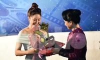 """Hồng Diễm nhận giải Nữ diễn viên chính xuất sắc nhất nhờ phim truyền hình """"Hoa hồng trên ngực trái"""""""