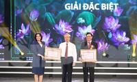 """Trao thưởng cho các tác phẩm có chất lượng, tập thể có thành tích trong """"Học tập và làm theo tư tưởng, đạo đức, phong cách Hồ Chí Minh"""" giai đoạn 2018-2020"""