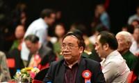 Nhà thơ Trần Đăng Khoa kể lại kỷ niệm tặng thơ Bác Hồ. Ảnh: VTV3