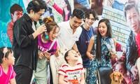 """Dàn diễn viên """"Nhà trọ Balanha"""" gặp gỡ người hâm mộ tại Hà N"""