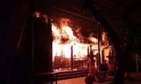 Vụ cháy ở đền Quan Tam Lâm Du. Ảnh: Đức Tuấn
