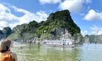 Chương trình kích cầu du lịch góp phần thu hút đông đảo khách tới các điểm du lịch hậu COVID-19. Ảnh: NGUYÊN KHÁNH