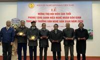 Hội Văn nghệ Dân gian Việt Nam trao tặng thưởng và tổ chức mừng thọ cho các hội viên