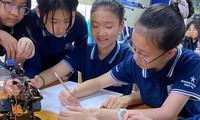 Hà Nội đề xuất các phương án cho học sinh sớm quay lại trường học.