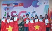 Đoàn học sinh Việt Nam nhận giải thưởng