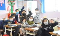 Giáo viên các trường đã lau dọn bàn ghế, chuẩn bị đón học sinh trở lại trường học thì có thông báo nghỉ hết tháng 2/2020.