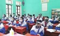 Bộ GD&ĐT yêu cầu bỏ giãn cách, không đeo khẩu trang trong giờ học