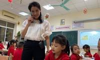 Học sinh lớp 1 năm nay trong giờ học Tiếng Việt.