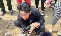 Học sinh bị đánh trên đường đi học về.