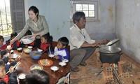 Xúc động thầy cô góp tiền, tự nấu cơm 'cứu đói' học sinh ở Tu Mơ Rông