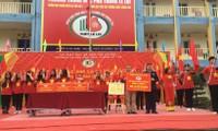 Học sinh Trường THPT Lê Lợi tặng 500 lá cờ Tổ Quốc cho chiến sĩ Trường Sa.