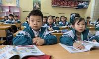 Học sinh một số địa phương tiếp tục được nghỉ học tập trung để phòng dịch.