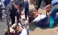Ảnh học sinh đánh nhau cắt từ clip.