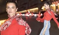 Thiên thần nội y Alessandra Ambrosio dạo phố với trang phục táo bạo