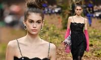 'Chân dài' 16 tuổi Kaia Gerber 'mình hạc xương mai' trong show Chanel