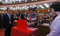 Đại biểu bỏ phiếu tại hội nghị. (Nguồn: THX/TTXVN)