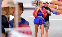 Justin Bieber - Hailey Baldwin ôm hôn, tình tứ không rời ở New York