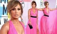 Jennifer Lopez quyến rũ hút hồn với đầm khoét ngực xẻ cao