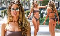 'Chân dài' Hà Lan diện bikini, lướt ván chụp hình trên phố